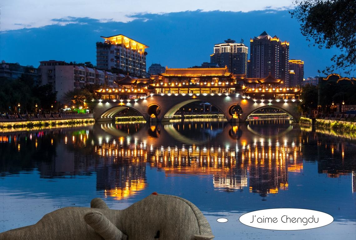 9-Louis Le pont piétonnier Anshun à Chengdu en Chine